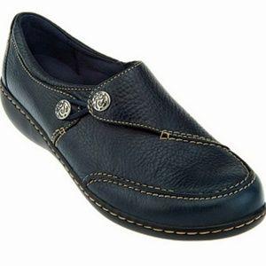 NWOT- Clarks Leather Slip-on Ashland Lane, navy